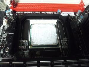 CPUにグリスを塗ったところ